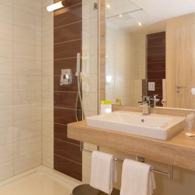 Badezimmer mit Dusche in der Kategorie Comfort