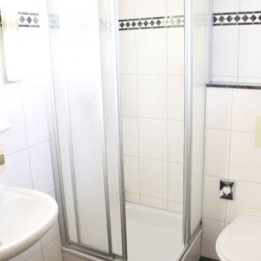 Badezimmer mit Dusche im Einzelzimmer Classic